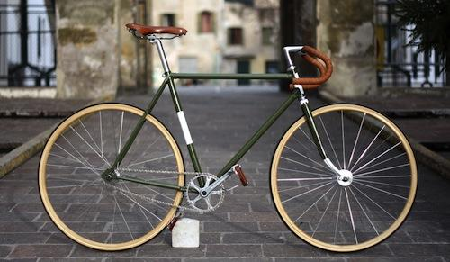 Roadie to Fixie. http://www.infobarrel.com/Convert_a_Road_Bike_to_Fixed_Gear